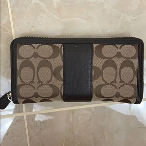 Coach Continental Zippered Wallet
